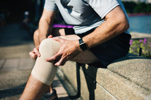 Man with knee pain Richard Metcalf Kirkburton Osteopathic Practice Huddersfield